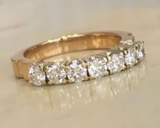Splendid 18 kt yellow gold women's ring with in total 0.70 ct brilliant cut diamonds, Top Wesselton/VS