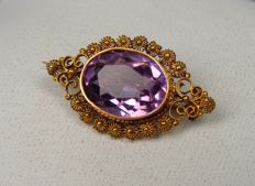 14 kt gold brooch with amethyst