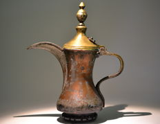 Large Arabian Dallah Coffee Pot, stamp from the maker: Seyed-Rafiq- hazir – Gulf area – early 20th century