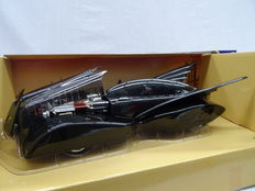 Batman - DC Comics / Corgi - Scale 1/18 - Batmobile 2000 including Bat Communicator