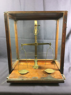 "Pharmacists scale ""Fa de Grace & Co"" - London - England - approx. 1900"