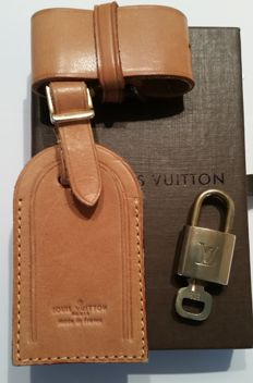 Lot of 2 – Louis Vuitton – Padlock – 1 Key / Name-tag and Handle Holder
