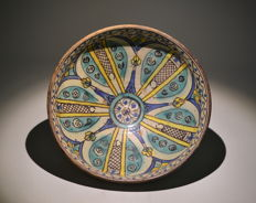 An earthenware bowl - Middle East - 19th century