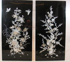 Set of two Japanese lacquer panels inlaid with mother of pearl - Japan - Early 20th century