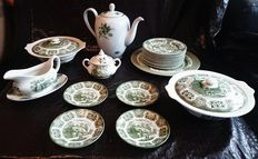 Lot with various green earthenware