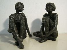 "Astrid Veldhuyzen-Koppen - set of two sculptures - ""In Gesprek"" - together 2,1 kg!"
