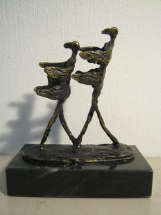 "Corry Ammerlaan van Niekerk - signed bronzed sculpture on marble base -  ""In de Wind"""