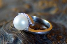 Ring 585 gold with cultured pearl and 10 brilliants