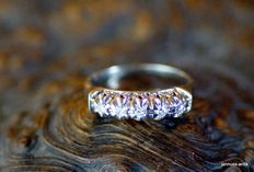 Ring 750 gold with 5 octagonal diamonds
