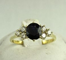 18 kt gold ring, central sapphire and six diamonds