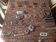 Large lot with Car Emblems & Model names (+ 80 pieces) - Ford, Mercedes, Toyota, Citroën, Opel, Audi, etc