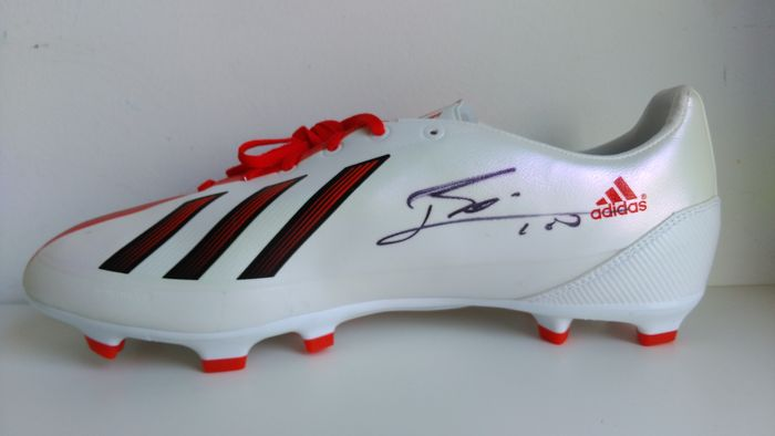 Original signed by Lionel Messi Adidas shoe (Icons - Catawiki
