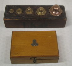 Pharmacists weights box and block with trade weights -the Netherlands - ca. 1900