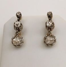 Antique 14 kt yellow gold and silver dangle ear studs with 6 pieces of Bolshevik cut diamonds of approx. 1.10 ct in total