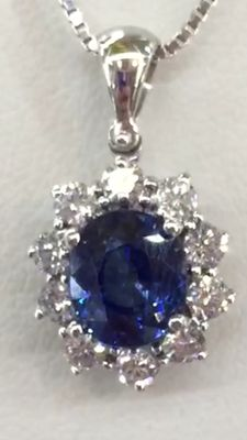 Pendant with 2.24 ct Sri Lankan certified sapphire, with diamonds totalling over 0.60 ct, for a total carat weight of 2.84 ct - Low reserve price