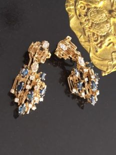 14 kt yellow gold clip-on entourage earrings, with diamonds and sapphire of 4.10 ct in total