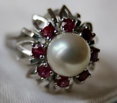 14k white gold ring wit Japanese Akoya pearl and Rubies approx. 1 ct - Ring size: 54 approx 17 mm. Excellent state.