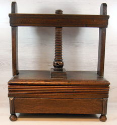 Antique oak table press - The Netherlands - 1st half 20th century