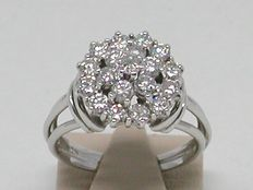 Diamond cluster ring 1,33 ct. - Ring size BE 53 / NL 17,00mm / free adjustment of ring up to size 80 / 18K white gold