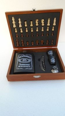 Chest with Jack Daniels chess set