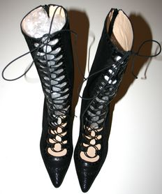 Curiel Couture by Raffaella Curiel - Lace-up boots, in snake print leather.