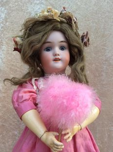 Beautiful German articulated girls doll by Heinrich Handwerck and Simon and Halbig