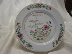 A porcelain Famille Rose dish - China - 18th century