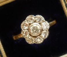 Antique gold Diamond 1.20 ct Daisy Ring, dated around 1930!