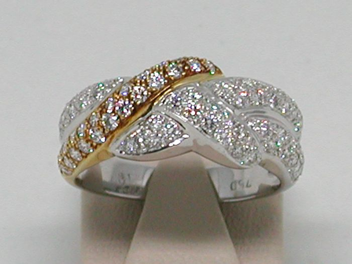 Diamond two tone ring total: 1,95ct.