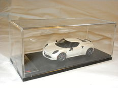 Blue Moon Powered by BBR - Schaal 1/43 - Alfa Romeo 4C - Wit