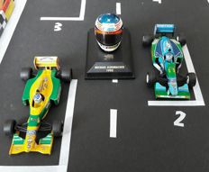 Minichamps / Onyx / Bell - Scale 1/43-1/12 - Lot with 3 Models: 2 x Benetton & 1 x Michael Schumacher helmet from 1995