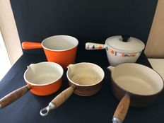 Le Creuset - lot of 5 pans in enamelled cast iron.