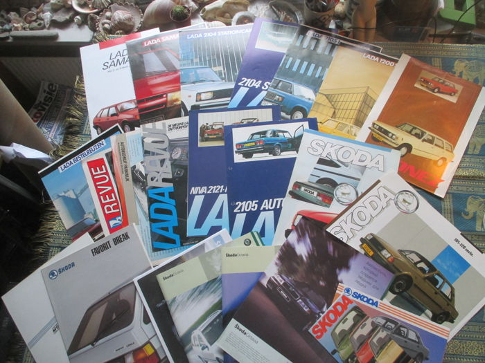 Car brochures (eastern European brands, Lada/Skoda/FSO, 23x, mostly 1980s)
