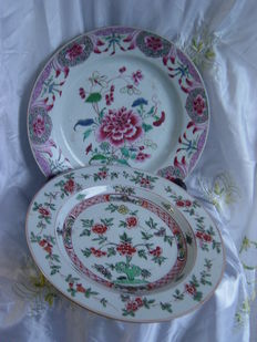 Two porcelain Famille Rose platters - China - 18th century