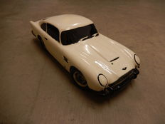 Large Scale Aston Martin DB5 Model Ceramic Pottery Money box - CVW Designs Colne Valley British Hand Painted Finish