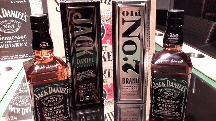 2 bottles Jack Daniels in limited tin box Catawiki