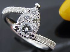 Ring with 20 brilliant cut diamonds, 0.75 ct in total.