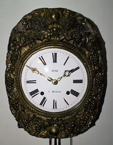 Comtoise clock – Floral decoration in embossed brass – Circa 1880