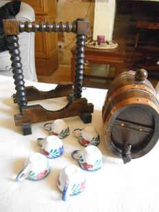 Barrel and liqueur cups