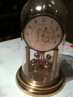 Clock with 400-day (approximately) power reserve – Hermle brand – Year 1960.