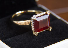 Natural 10 ct. ruby  gold ring with diamonds 0.36 ct. ***No reserve***