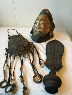 African wooden mask - bronze tobacco container - knife