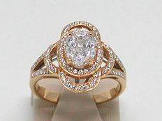 Diamond cluster ring total: 2,40ct.