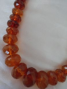 Cut amber necklace, 53 g