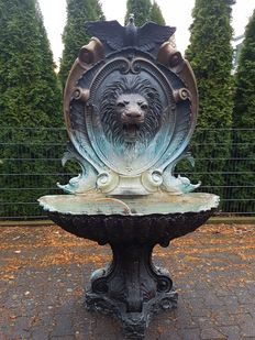 Very large bronze piece - fountain lion - 1930