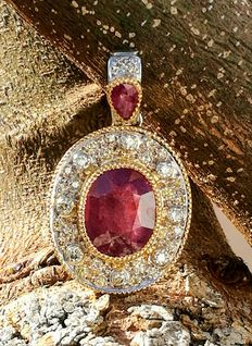 Pendant with 8.63 ct Rubies and 0.78 ct  Diamonds – No reserve.