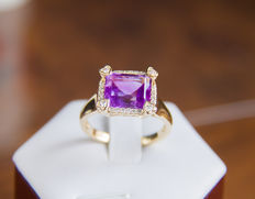 Natural amethyst 4.91 ct. gold ring with 0.42 ct. diamonds