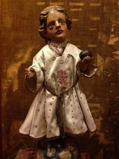 'Niño Jesús de la Bola' (baby Jesus with the ball) carved image in  polychrome wood with dress - Spain - 17th Century