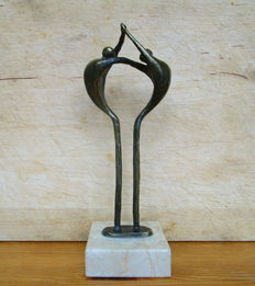 Corrie Ammerlaan-van Niekerk - stylised figurative statue of 2 persons.