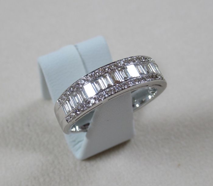bague or blanc diamants baguette